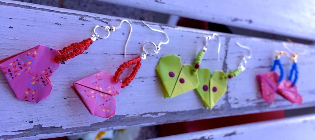 orecchini con origami colorati di bijoux e dintorni