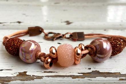 bracciale marrone fatto a mano con cordino e ceramica