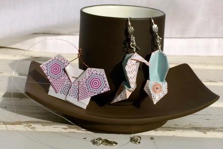 orecchini con scarpa e collana origami