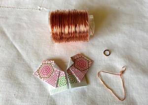 origami kimono e gruccia di rame