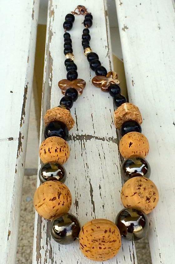 collana con perle di sughero e ceramica