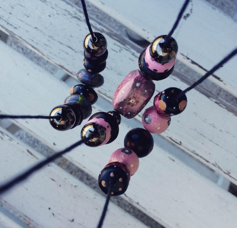 tutorial collane con perle decorate a mano con acrilici
