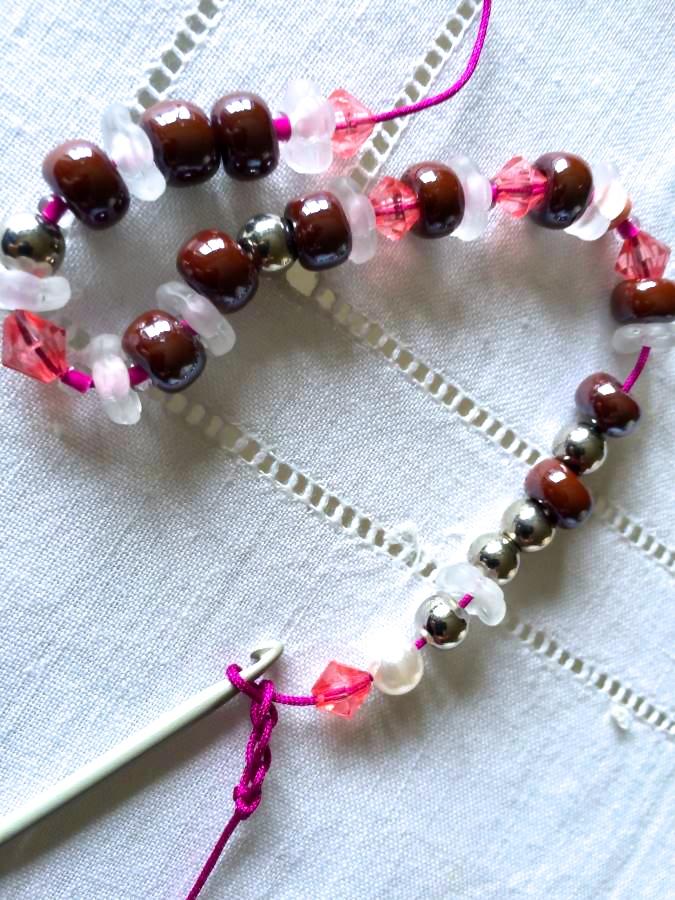 1 step bracciale uncinetto: infila le perle