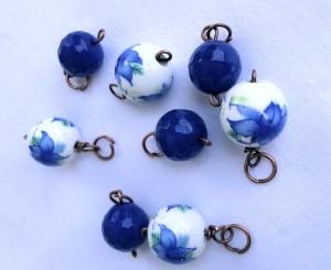 charms di agata blu e ceramica bianca per il bracciale
