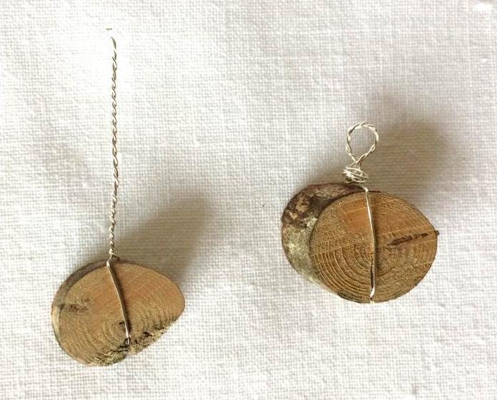 orecchini in legno e semi: pendente in legno