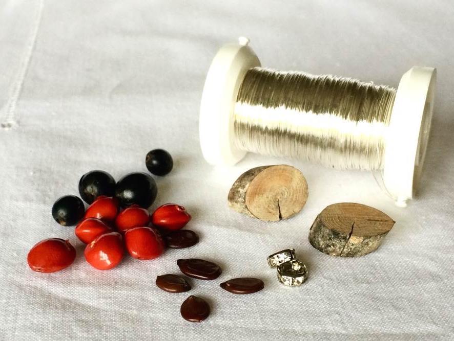 orecchini con legno e semi: tutorial