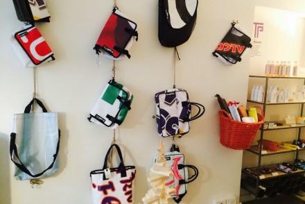 regali di >Natale: le borse del carcere di venezia