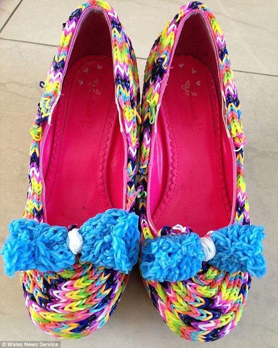 scarpe fatte con raimbow loom