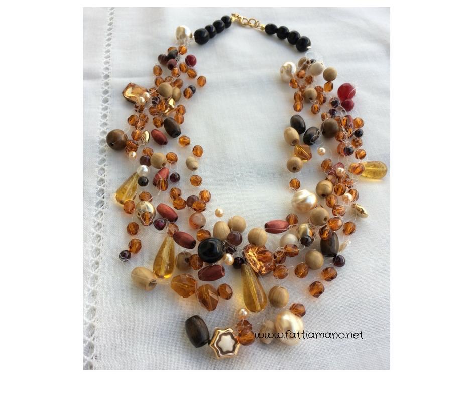 collana crochet con perline oro