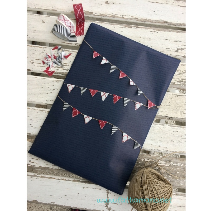 pacchetto di natale decorato con washi tape
