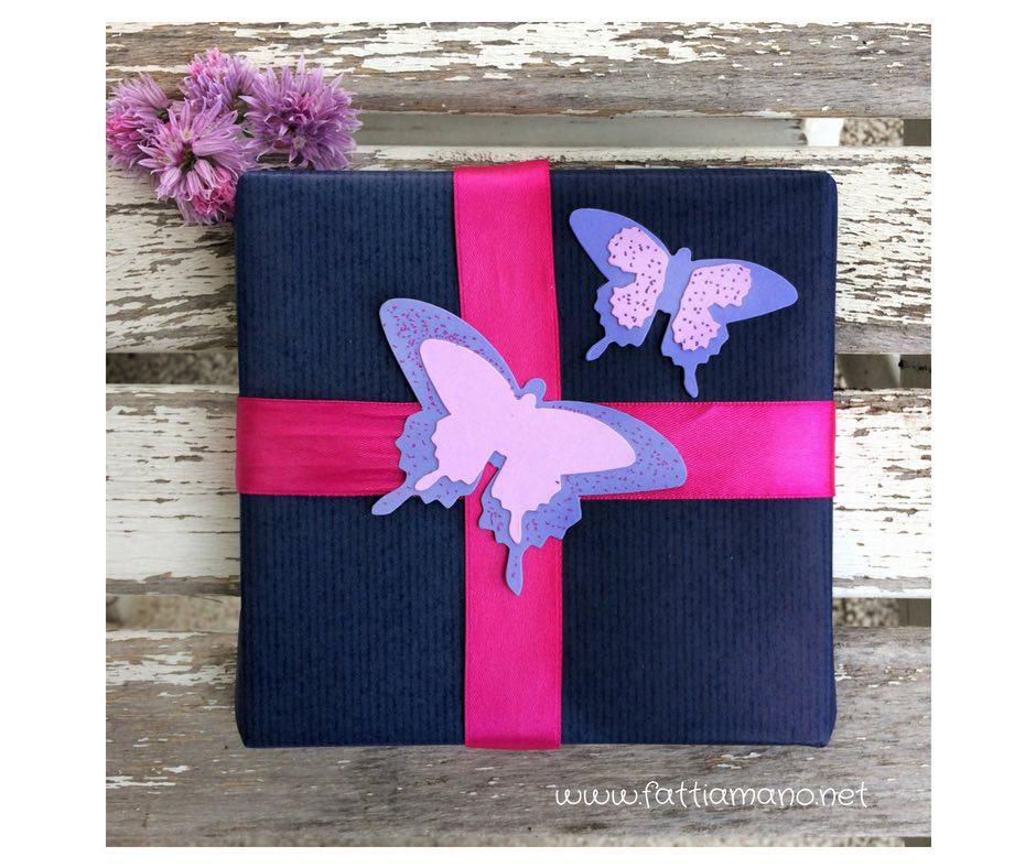 giftwrapping: pacchetto regalo con le farfalle di carta