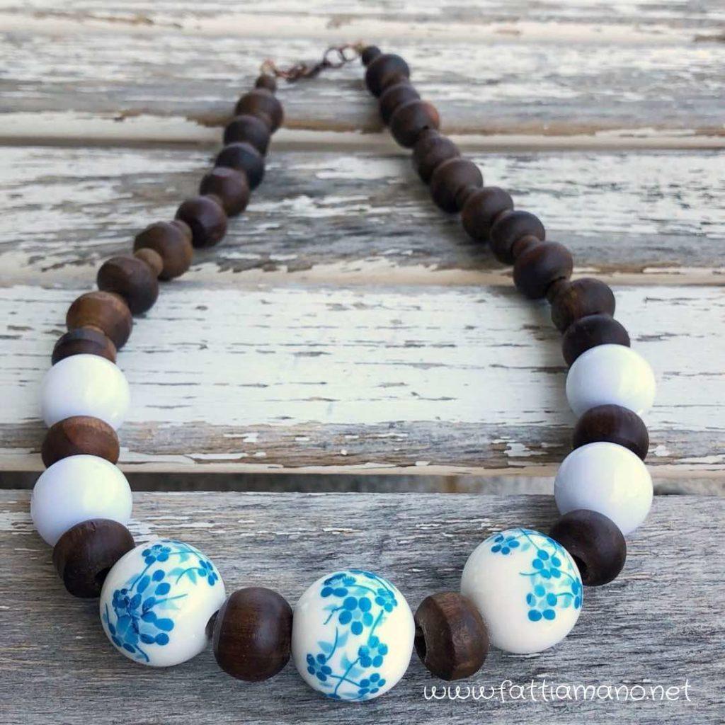 collana fatta a mano di legno e ceramica