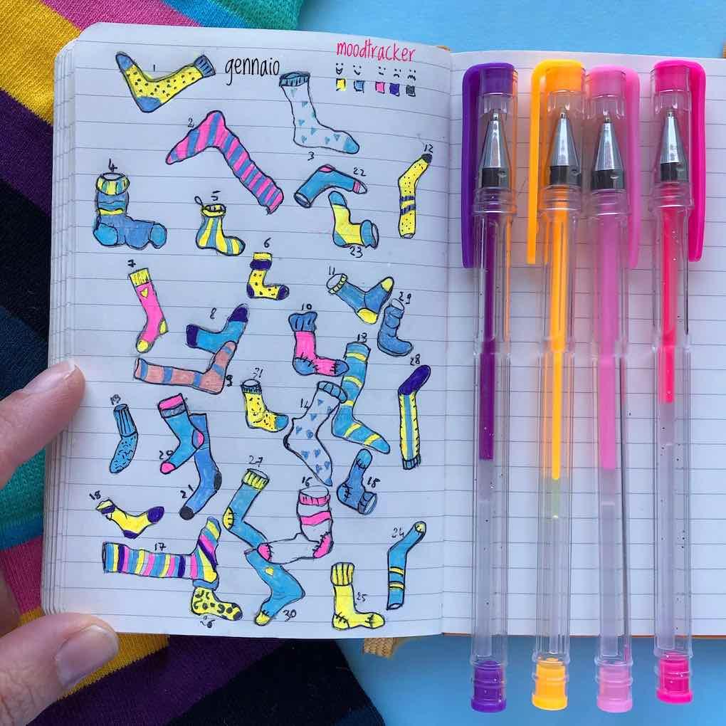 moodktracker per journaling di fattiamano con calze