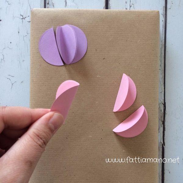 pacchetto regalo con fiori 3d